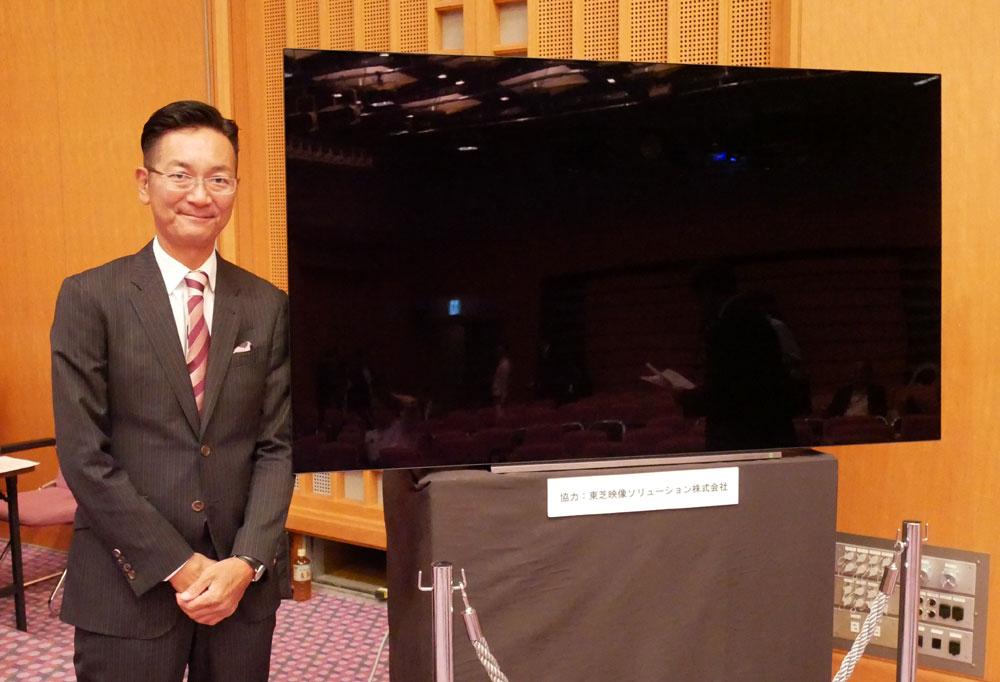 画像: 会場で4Kコンテンツの再生に使用されていた東芝映像ソリューションの4K有機ELレグザ「X930」