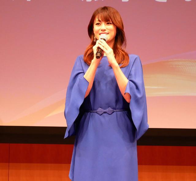 画像: 4K8K推進キャラクターの深田恭子。GOGOを踊る新スポットCMも放送中