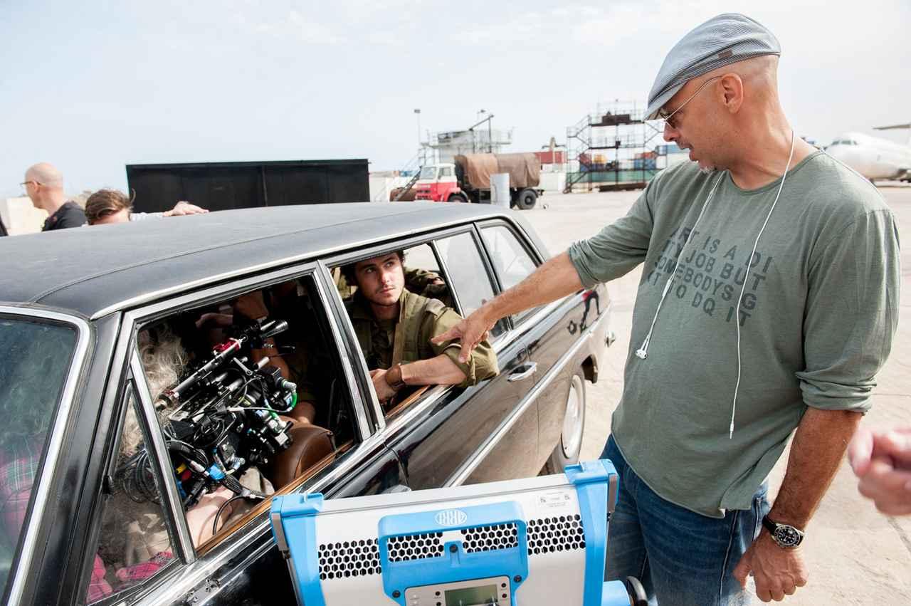 画像: 監督のジョゼ・パジーリャ(右)は、リブート版『ロボコップ』でハリウッドにも進出している