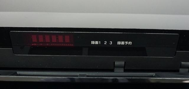画像: FBTシリーズのフロントパネル。写真は4K放送をふたつと2K放送の3チャンネルを同時録画しているところだ
