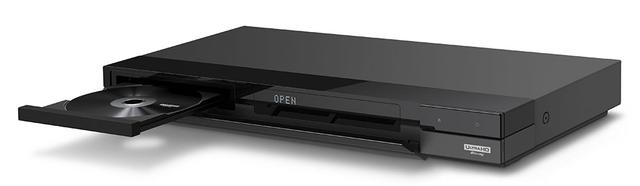 画像: FBT/FBWシリーズは市販の4K UHDブルーレイの再生も可能で、ディスクドライブは本体正面左側に搭載する。本体サイズはW430.2×H56.4×D224.5mm