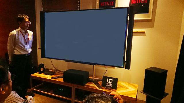 画像: 84型の4Kテレビを核にしたJ:COM シアターのデモ。ドルビーアトモス対応の7.1.4システムで、4K/HDR&アトモスのコンテンツが体験できる(天井スピーカーはイネーブルドスピーカーで対応)