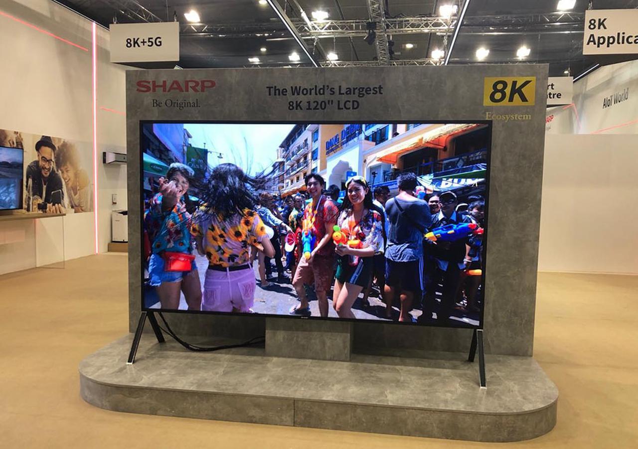 画像: シャープは「True 8K + 5G」を強く訴求した。5G通信機能を持った120インチ8K液晶テレビや、ダイナブックの8K化は面白い【御法川裕三のIFA2019散策 その3】 - Stereo Sound ONLINE