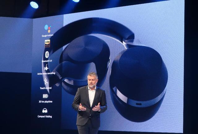 画像: TPビジョンCEOのKostas Vouzas氏が、「Philips Audio is back!」