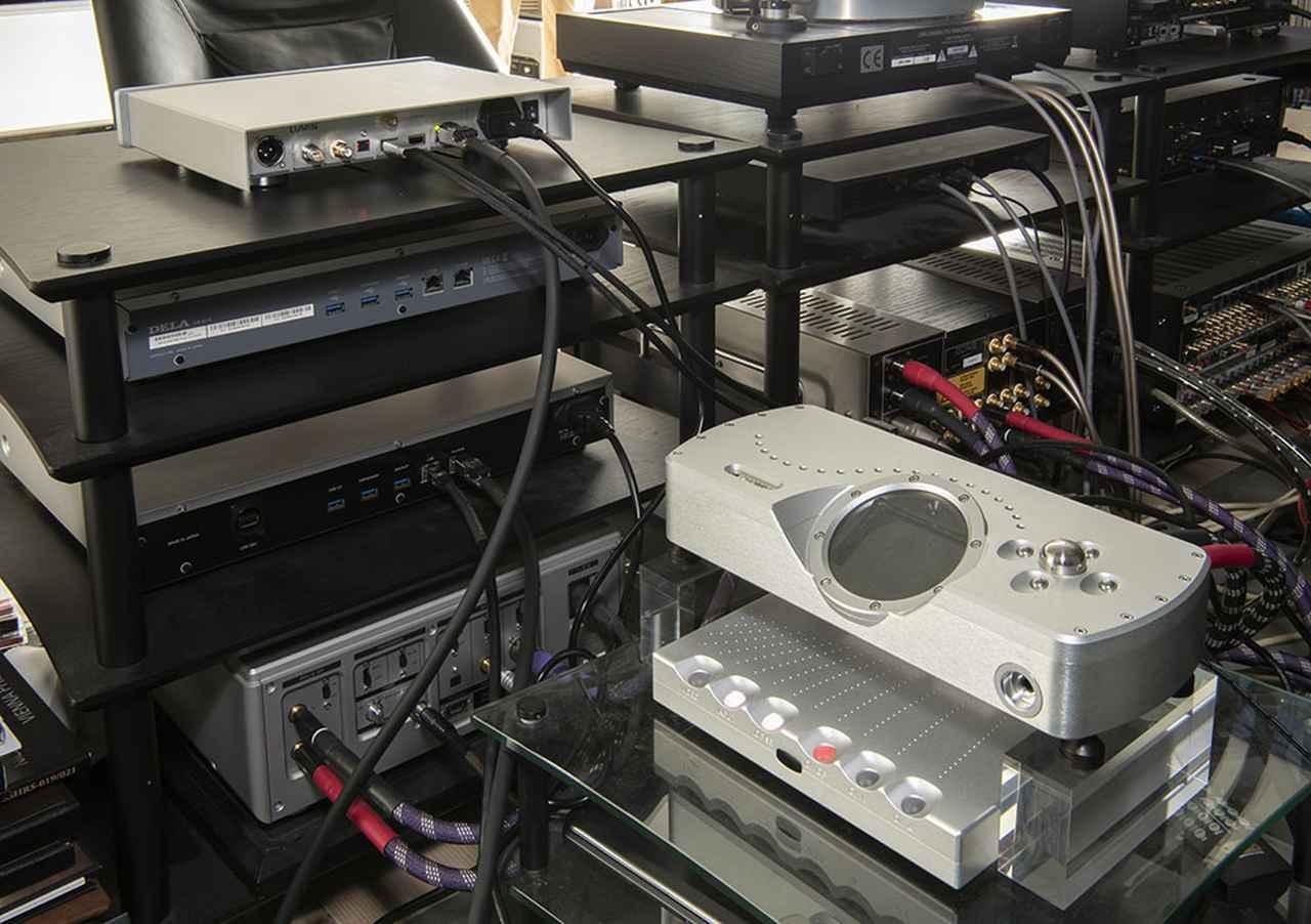 画像: 山本さんはリファレンスDACとしてコード「DAVE」を愛用している。まずはU1 MINIのUSB出力をDAVEにつないで音の違いを確認してもらった。NASはデラ「N1A/2」を使用
