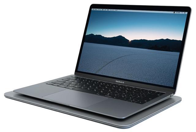画像: ノートパソコンの下に設置することで、効率よく電磁波を吸収してくれるという