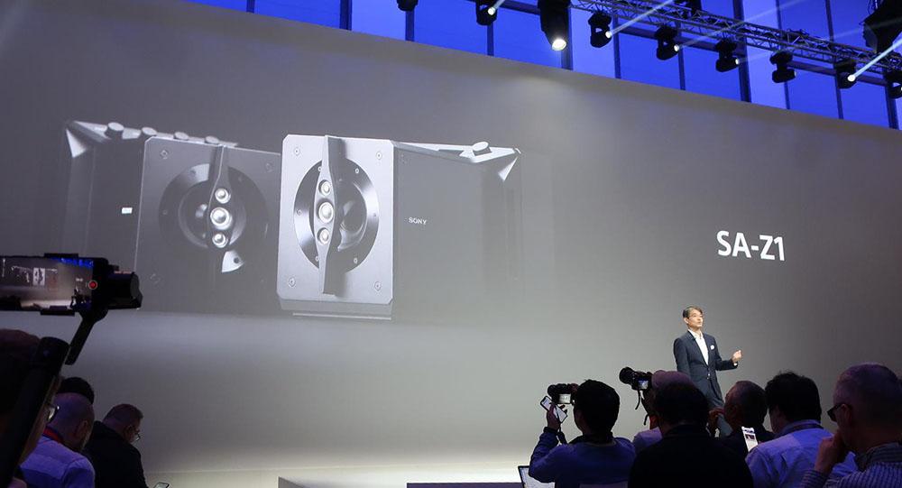 画像: プレス・カンファレンスでSA-Z1が紹介された