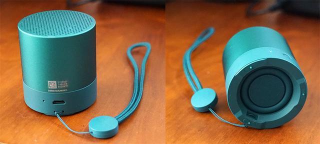 画像: 充電用のマイクロUSBコネクターは背面に搭載。その左横に通話用のマイク穴が設けられている(写真左)。底面に装備したパッシブラジエーターで低音を補強する(写真右)
