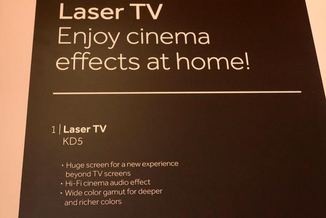画像: レーザーテレビ「KD5」と、その解説。ハイセンスが始めたレーザーテレビ。中国各社がフォローしている
