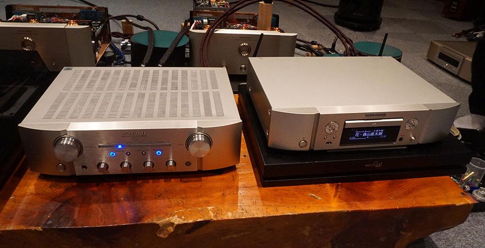 画像: マランツのネットワークCDプレーヤー「ND8006」(右)とプリメインアンプ「PM8006」(左)。ND8006は17日のファームウェアアップデートで、Amazon Music HDの再生に対応した
