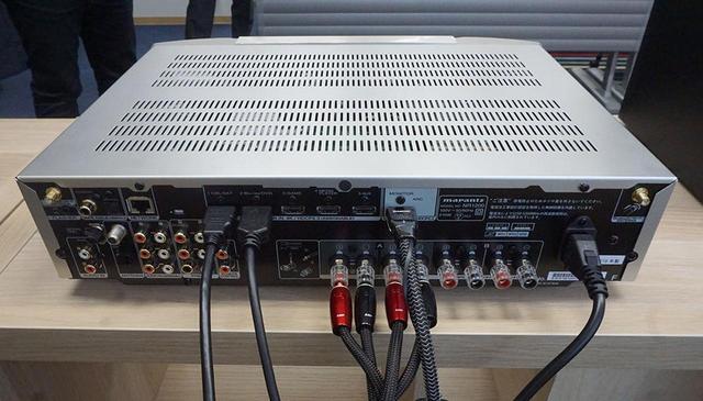 画像: HDMI端子は入力5系統、出力1系統ですべて4K信号を受け付ける。出力端子はARCにも対応する
