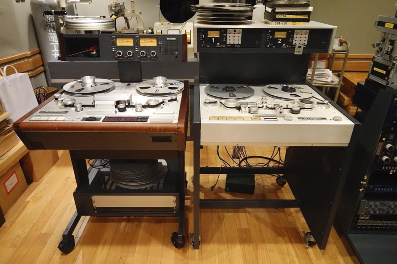 画像: アナログマスターテープの再生(取込み作業)に起用された2台のスチューダー(業務用オープンリールテープデッキ)。右がA80、左がA820だ www.stereosound-store.jp