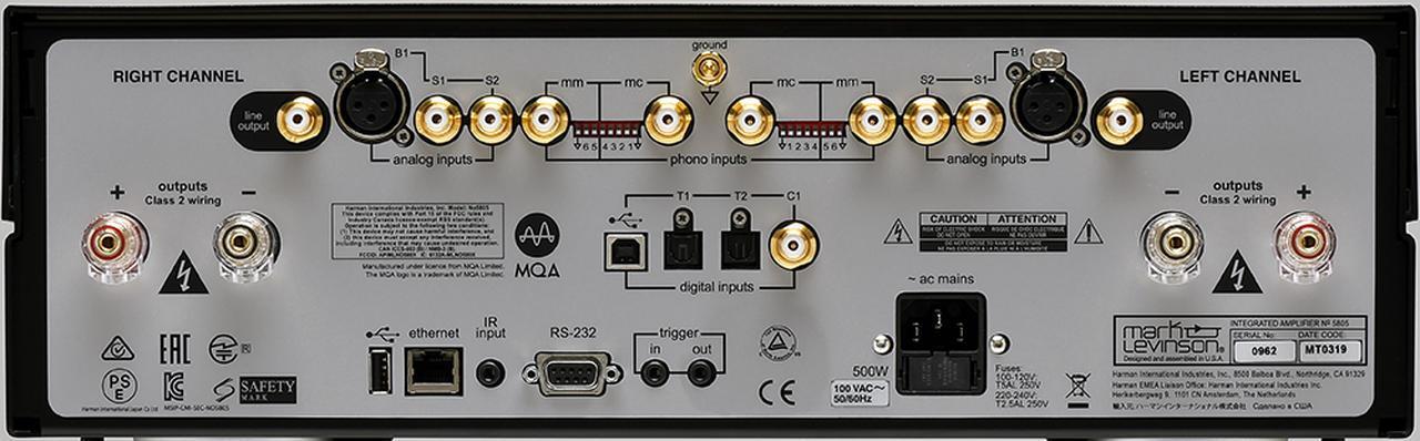 画像: RCA、XLRのアナログ入力のほか、ハイレゾ入力対応のデジタル入力も備える。また、ハイレゾフォーマットMQA(Master Quality Authenticated)のデコードに対応することも特徴だ。フォノ入力はDIPスイッチによりインピーダンスの設定が可能