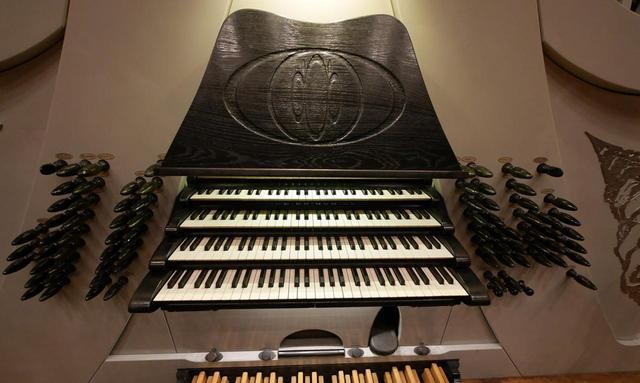 画像: こちらも美しいモダン面の鍵盤