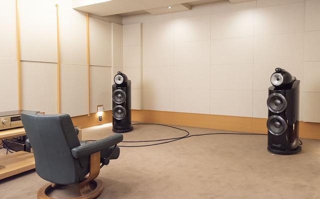 画像: スピーカーシステムはB&Wの800D3で、試聴位置を頂点とした二等辺三角形の位置に置いている