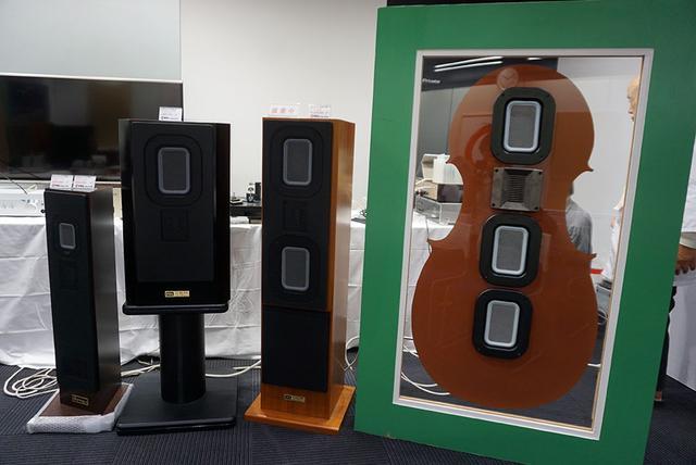 画像: ファルの平面ユニット搭載スピーカーが並ぶ。左から3つめが最大サイズの「C90EXW」