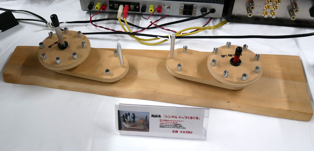 画像: ▲ユニット取付用に開けた穴から出た廃材?を利用して作ったカートリッジ置き「シングル・トップくるくる」(¥4,980)。10本のカートリッジを収納できる