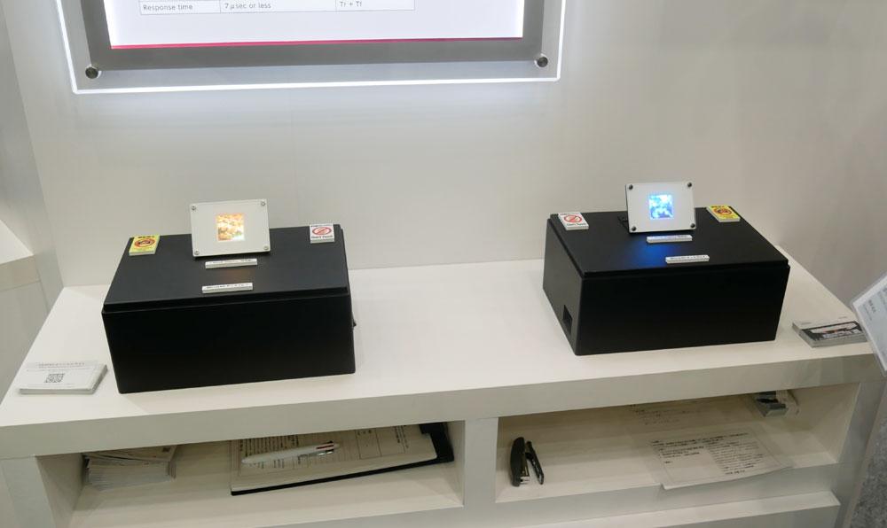 画像: ▲KYOCERAブースでは、Micro LEDを使ったディスプレイ(1.8インチ)を参考展示。かつてソニーがCESで展示していたものの超小型版と言えそうだ。高輝度が求められる各種ディスプレイへの展開を予定しているそう