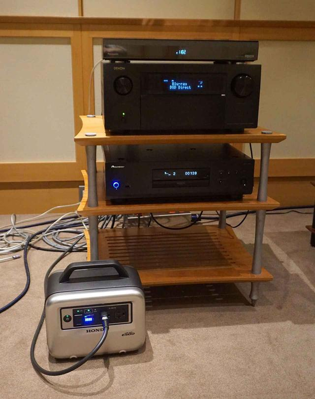 画像: StereoSound ONLINE視聴室にE500 for Musicをセットしたところ。プレーヤーのUDP-LX800をつないで音の違いを比較してみた
