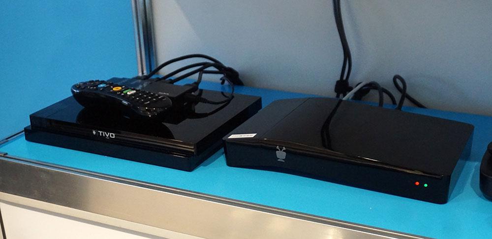 画像: TiVoが北米で販売しているHDDレコーダー付きSTB。左が最新モデルで、右は既に生産終了したタイプとのこと