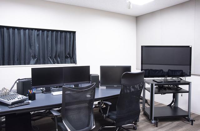 画像: ポストプロダクションセンター1には映像編集室も備えられている。各部屋にはAvidのMediaComposerと47インチモニターが準備される
