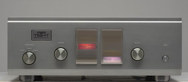 画像: 1954年にアメリカ録音産業協会(RIAA)が仕様を制定するまではレコード会社が独自のイコライザーカーブを設定していた。ターンオーバーをFFRR、ロールオフを NABとすることで COLUMBIAカーブとなり、 同様にRIAAとFFRRの組合せで TELDEC(旧西ドイツ)のカーブを設定できる。