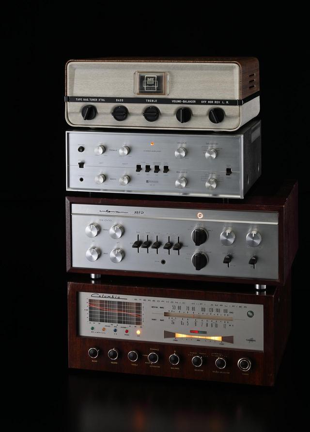 画像: ヴィンテージ関連企画は「銘機ラックス38歴代モデルとマランツ#5~国産/米国ヴィンテージ管球アンプ14モデルを聴く」です。国産のヴィンテージ管球式アンプはどのような音を聴かせるか。米国機とは個性の差があるか。民生機と業務用機の音はどう異なるか。万全にメインテナンスした14モデルで探りました。ヴィンテージ・オーディオ専門店で長年のキャリアを持つ土井雄三氏、数多くのヴィンテージ機メインテナンスを手掛けてきた杉井真人氏、真空管研究家の岡田 章氏、新 忠篤氏の取材です。