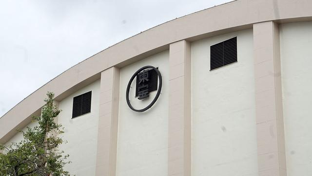 画像: 400坪サイズの第8ステージの正面。かまぼこ型の天井が独得な雰囲気を醸し出している