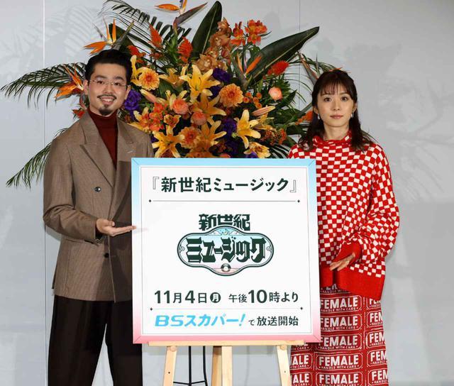画像: 「新世紀ミュージック」のMCを務める ハマ・オカモトと松岡茉優