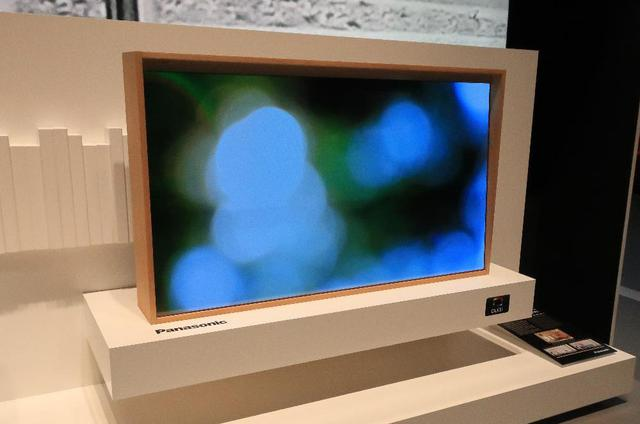 画像: インテリア的な用途を拓く透明有機ELテレビ