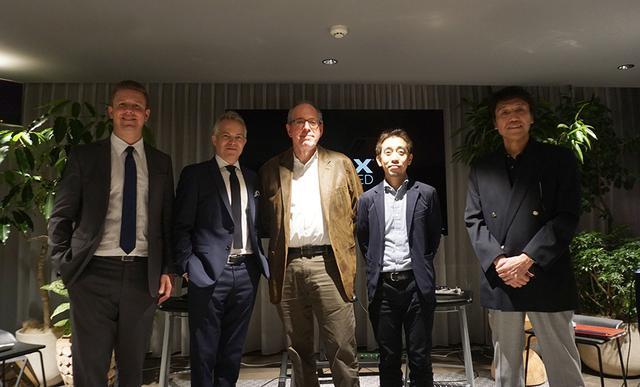画像: 左から、XPERI Corporationのギア・スカーデン氏とジョン・マクダニエル氏。中央がIMAX Corporation のブルース・マーコウ氏で、その右がTSUTAYA Digital Entertainment株式会社の山内智裕氏、ソニーホームエンタテインメント&サウンドプロダクツ株式会社の小倉敏之氏