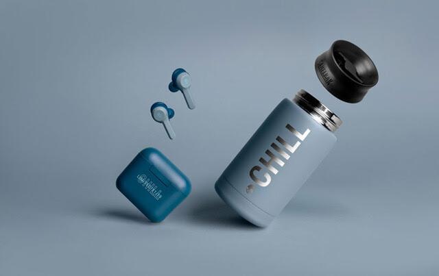 画像: 今回の購入特典は、アウトドア用品ブランドとして人気のCamelBak製マグ。イヤホンと同じムードカラーであるブルーで仕立てられている