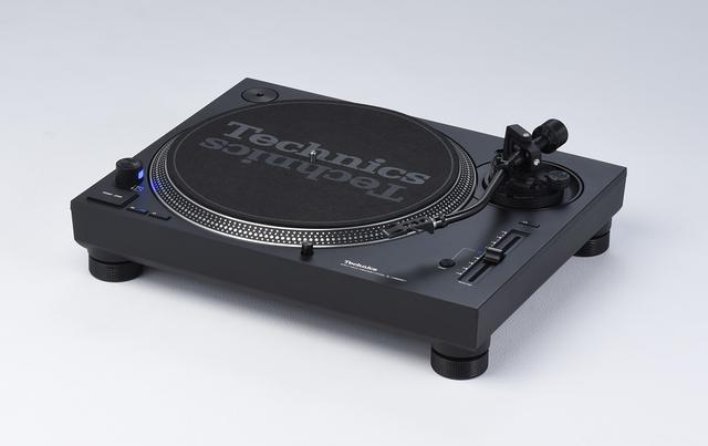 画像1: 性格の異なるレコードプレーヤーの兄弟機が登場。 テクニクス 「SL1200MK7」と「SL1500C」