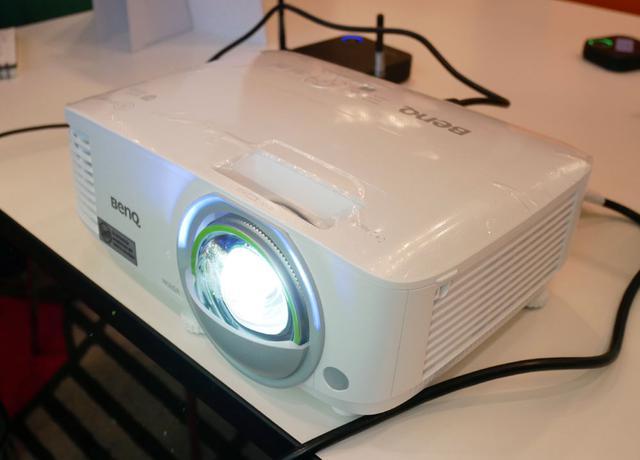 画像: 短焦点スマートプロジェクター「EW800ST」