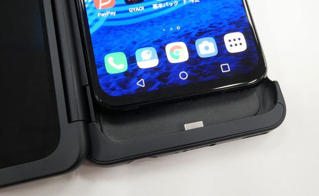 画像: メインスクリーンは専用ケースとUSB Type-Cで接続。LGデュアルスクリーンへの給電&映像送出はメインスクリーンから行なう