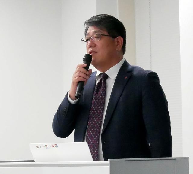 画像: 2画面スマホの発売について説明する同社 代表取締役 李 栄彩氏