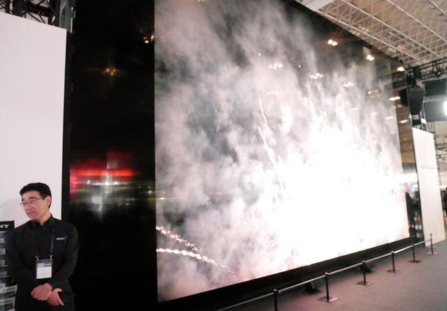 画像: ▲440インチのクリスタルLED。288枚のパネルを組み合わせて8K映像を上映していた