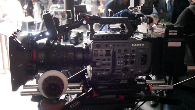画像: ▲6Kセンサーを搭載した4Kカメラ「FX9」。Eマウントであり、αシリーズ同様の高速AF搭載が特徴。スーパー35撮影時にも4K解像度に対応する