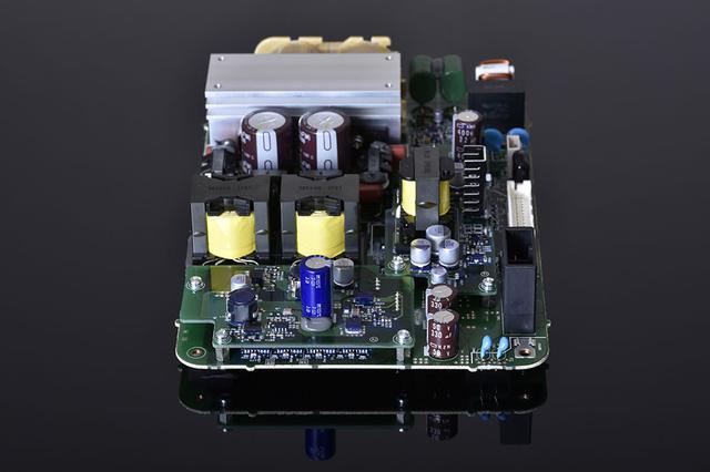 画像: E500 for Musicに搭載されているインバーター回路の基板
