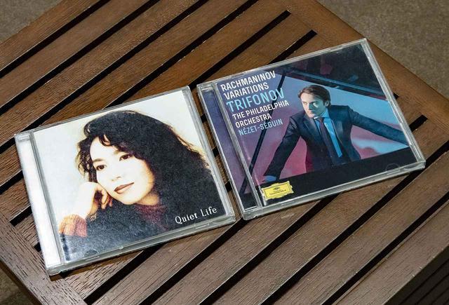 画像: 鈴木さんが選んだ試聴用CDは、竹内まりやの『クワイエット・ライフ』とトリフォノフ演奏による『ラフマニノフ:変奏曲集』