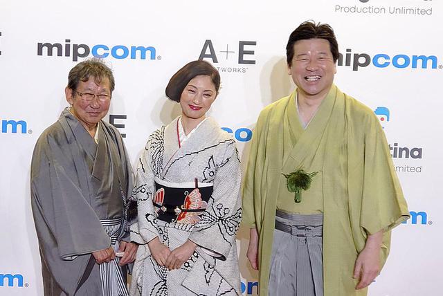 画像: 杉田成道監督、共演の常盤貴子、佐藤二朗がレッドカーペットに登場