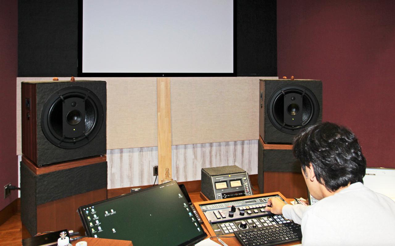 画像: 袴田氏のマスタリングルームに常設されるモニタースピーカーは、ドイツ製ムジークエレクトロニク・ガイザインのRL901K。同軸3ウェイ構成モニターでマスターテープの特徴はもちろんのこと、あらゆる音の変化が即座に確認できる