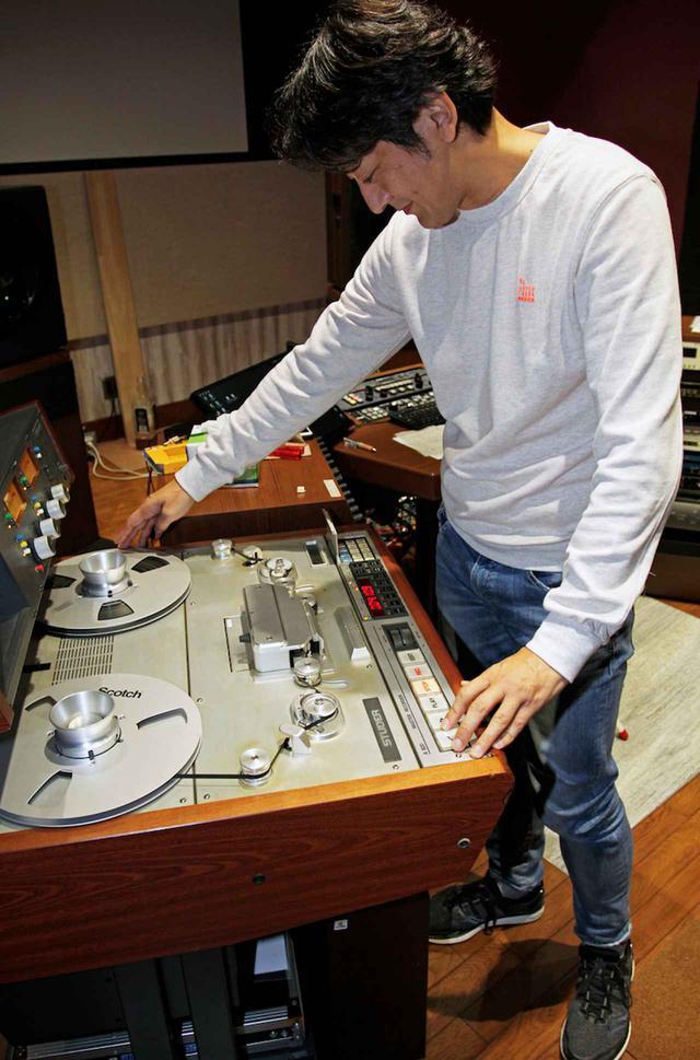 画像: マスタリングはビクタースタジオFLAIR所属の袴田剛史氏が担当。4分1インチ幅のオリジナルのアナログ・マスターテープはスチューダーのA820テープレコーダーで適宜プレイバックし、あくまでマスターテープに忠実な音調整を施している