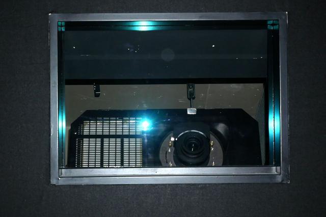 画像: バルコ製プロジェクター