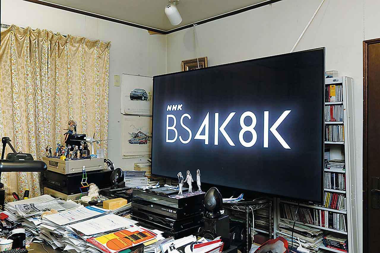 """画像: 録画をするのは""""勉強部屋""""。4K8K放送開始に合わせて導入した80インチの8Kテレビと4Kレコーダーを使い、4K、8K放送を録画・チェックする"""