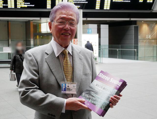 画像: 弊社会長の原田が特製号外をお配りしております
