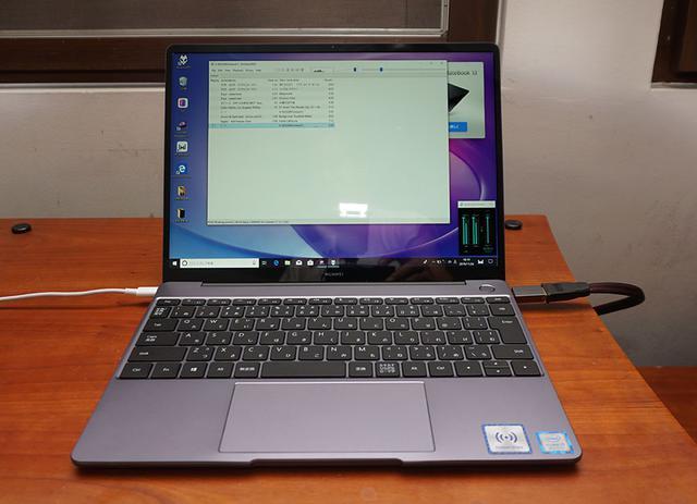 画像: MateBook 13の主なスペック ●ディスプレイ:13インチIPS液晶パネル(水平2160×1440画素)●OS:ウィンドウズ10 Home●プロセッサー:Core i7-8565U(1.8GHz、最大4.6GHz)、Core i5-8265U(1.6GHz、最大3.9GHz)●メモリー:LPDDR3 8Gバイト2133MHz●ストレージ:Core i7モデル=512GバイトSSD、Core i5モデル=256GバイトSSD●コネクター:USBタイプーC×2、ヘッドホンジャック●寸法/質量:W286×H14.9×D211mm/1.28kg●付属品:HUAWEI MATEDOCK 2(USB Type-A×1、Type-C×1、HDMI×1、VGA×1)、ACアダプター、USB Type-Cケーブル