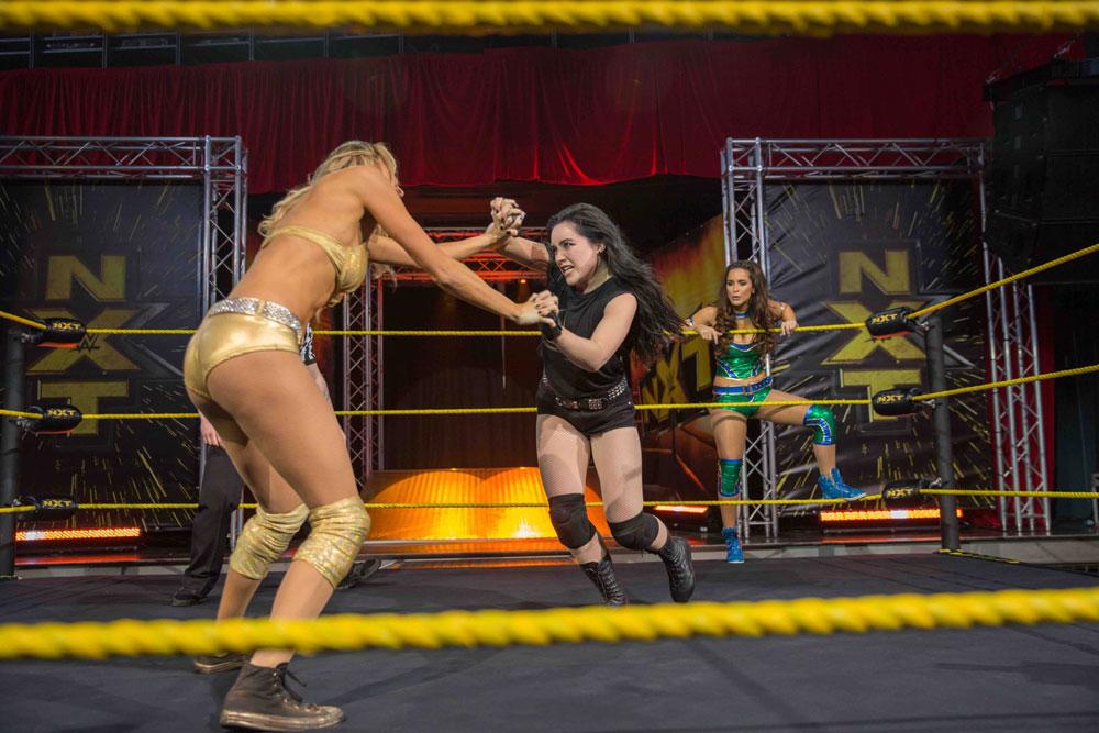 画像3: 【コレミヨ映画館vol.34】『ファイティング・ファミリー』 負け犬にも朝日は昇る。プロレス団体WWEの人気女子レスラーをモデルにした実話映画