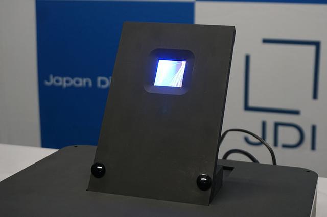 画像1: 12.3インチの透明液晶ディスプレイや、3,000cd/m2の明るいマイクロLEDディスプレイに注目。ジャパンディスプレイが、新型表示デバイスを2種類発表した