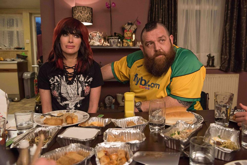 画像2: 【コレミヨ映画館vol.34】『ファイティング・ファミリー』 負け犬にも朝日は昇る。プロレス団体WWEの人気女子レスラーをモデルにした実話映画